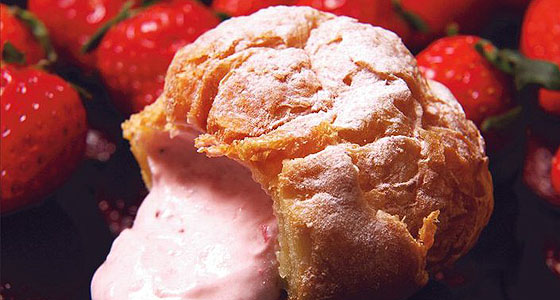 Beard Papa's strawberry cream puff