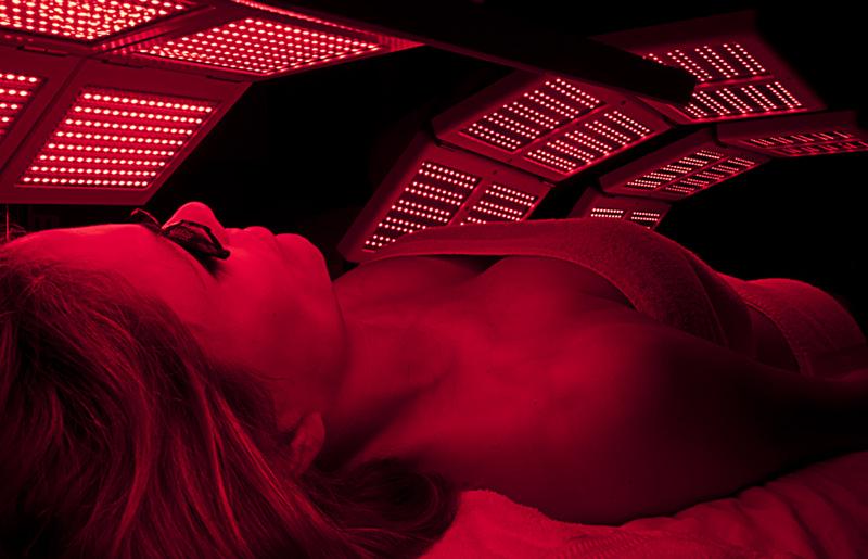 LED red light at Gina Mari