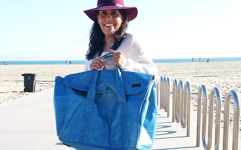 Marpop rocking the Taschen travel bag. I told you it was big!