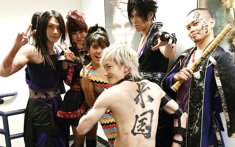 http://www.marpop.com/wp-content/uploads/2015/07/Mar-Yvette-backstage-with-Wagakki-Band.jpg