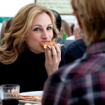 Julia Roberts enjoying pizza - Photo courtesy of Sony