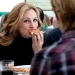 Julia Roberts enjoying pizza - Photo courtesy of Sony