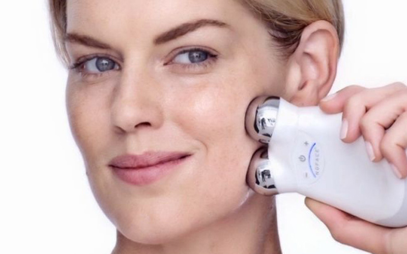 NuFace offers microcurrents to tighten skin