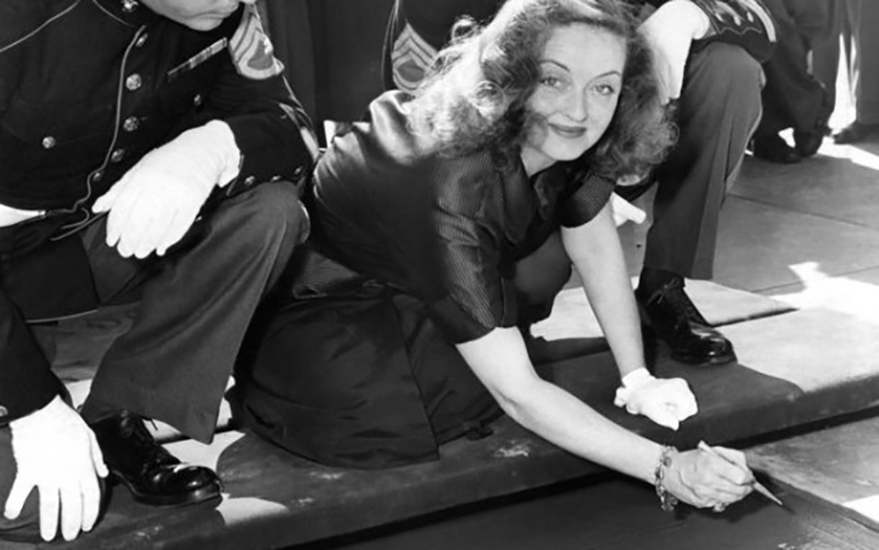 Bette Davis writes her name at Grauman's Chinese Theatre