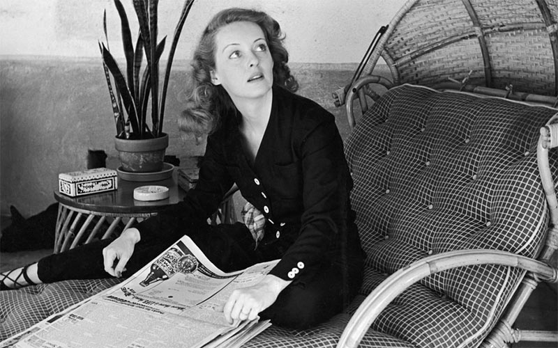 Bette Davis at her Beverly Hills home in 1939 - Photo by LIFE Picture Collection